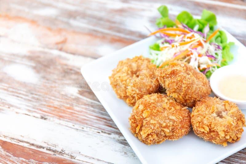 Camarón frito delicioso, estilo tailandés de los mariscos, con la salsa dulce y imagen de archivo libre de regalías