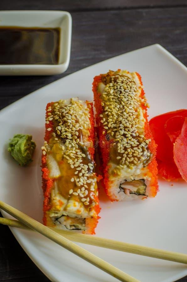 Camarón y salmones de California del sushi fotografía de archivo