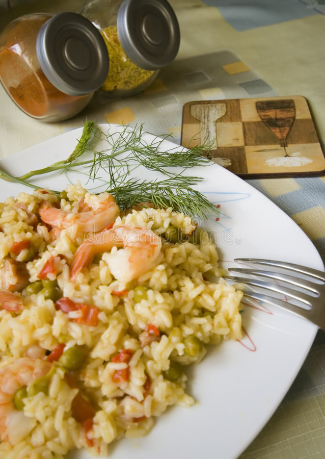 Camarões e prato do arroz imagem de stock royalty free