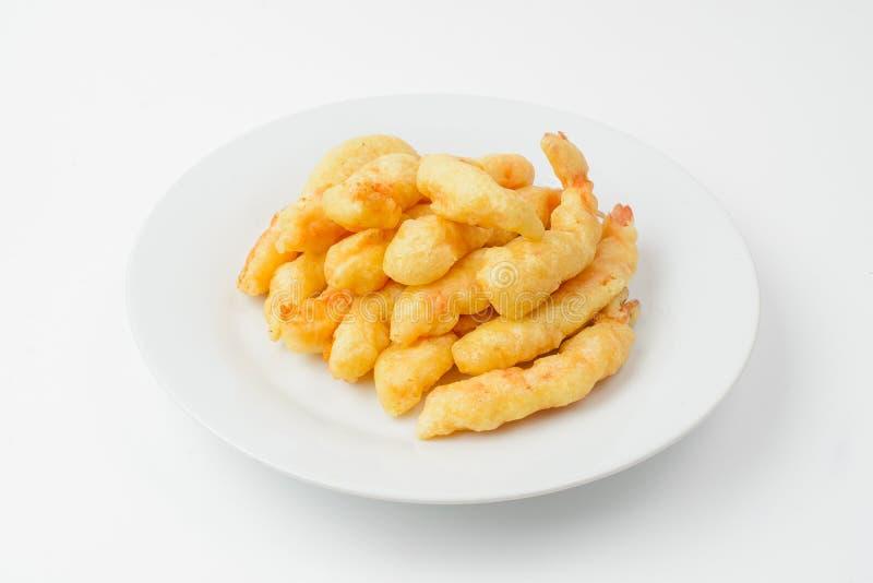 Camarões fritados no branco fotografia de stock royalty free