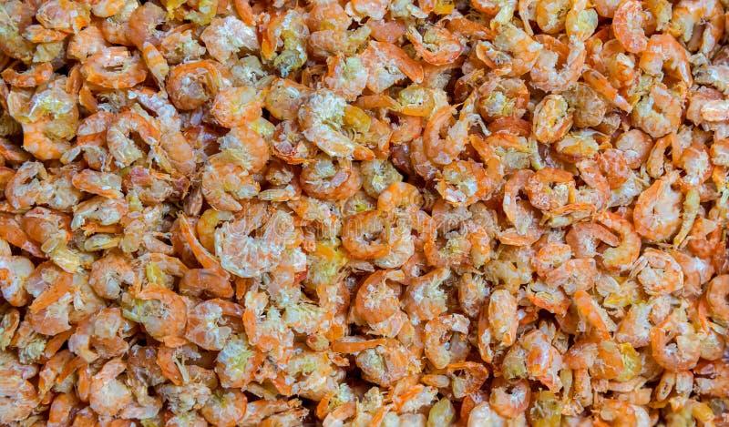 Camar?n secado El camar?n secado se prepar? para cocinar en el mercado de Tailandia Camarón secado o fondo salado secado de la ga imagen de archivo libre de regalías