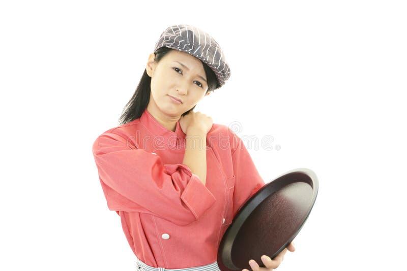 Camarera asiática joven cansada fotografía de archivo