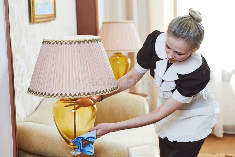 Camarera en el servicio de hotel fotos de archivo libres de regalías