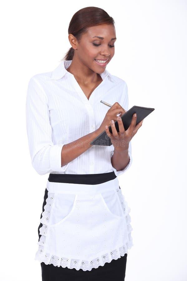 Camarera que toma una orden foto de archivo