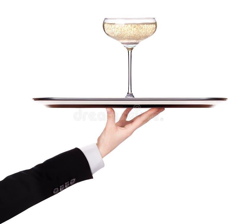 Camarero que sostiene la bandeja de plata con champán fotografía de archivo