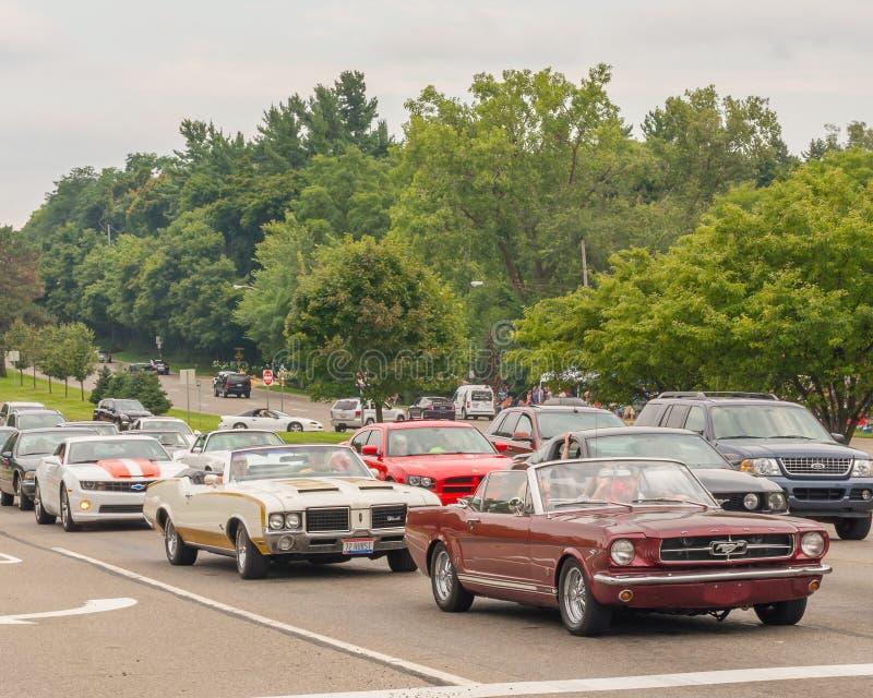 Camaro, Hurst/Olds, mustang, e carregador, cruzeiro do sonho de Woodward fotografia de stock royalty free
