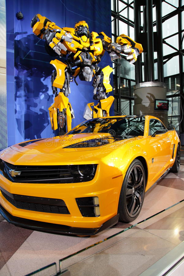 Camaro & Transformer At NY International Auto Show stock images