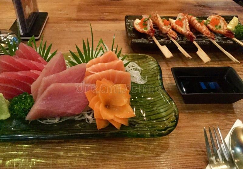 Camarones del Sashimi y del ajo fotografía de archivo