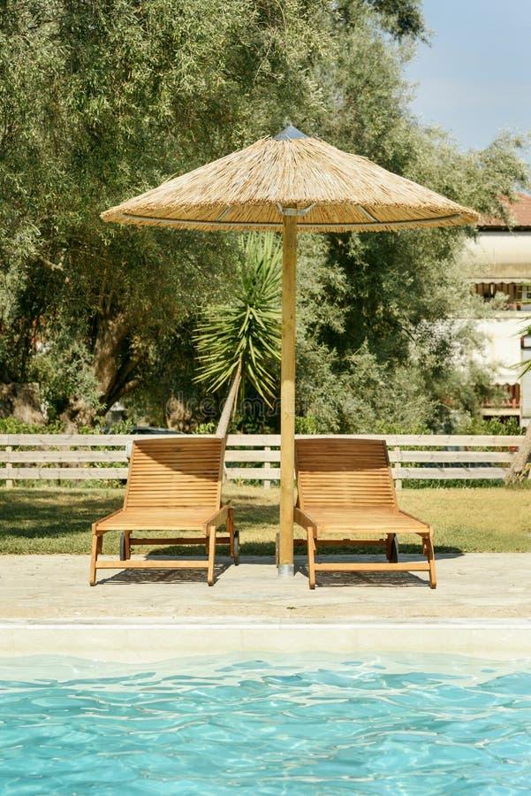 Camas e parasol de Sun foto de stock royalty free