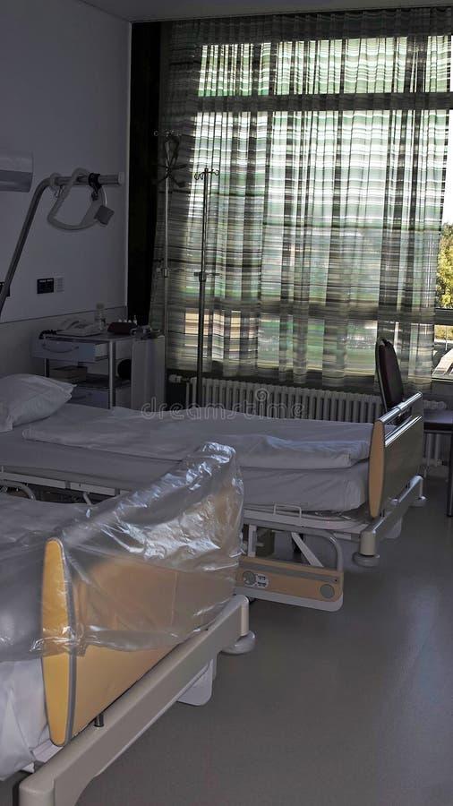 Camas vacías en un hospital fotografía de archivo libre de regalías