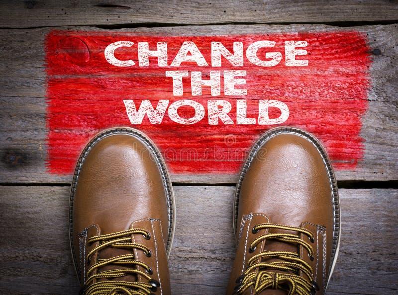 Cambi il mondo Vista superiore dello stivale su fondo di legno fotografia stock libera da diritti