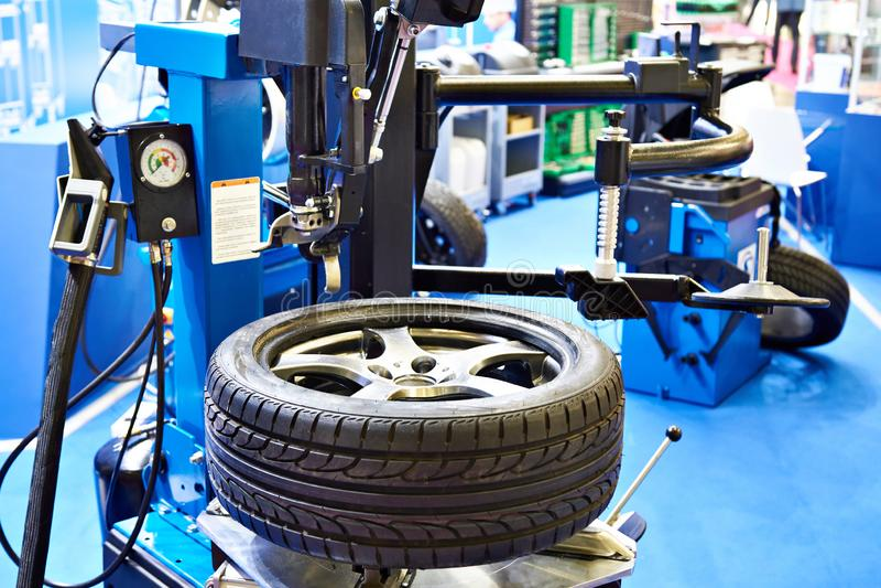 Cambiador automático convencional do pneu fotos de stock