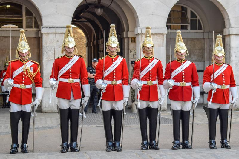 Cambiamento della guardia Parade a Londra, l'Inghilterra su Sunny Summer Day fotografia stock