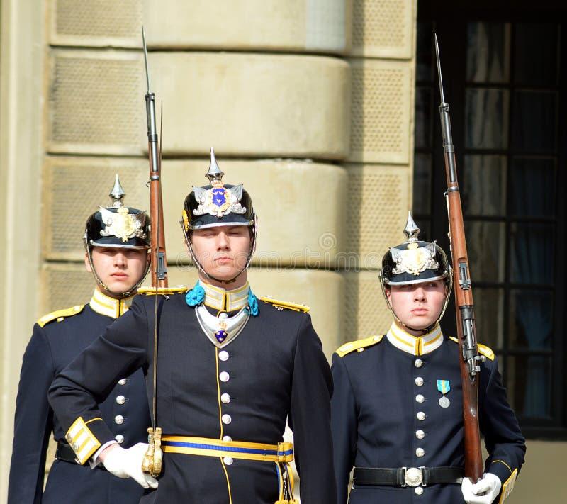 Cambiamento della guardia, Stoccolma Royal Palace, Svezia immagini stock