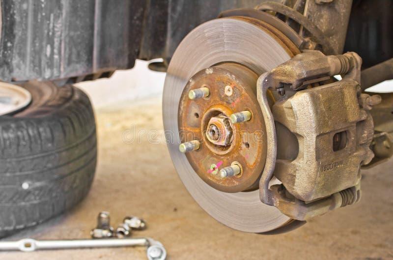 Download Cambiamento della ruota immagine stock. Immagine di tenuta - 30828171