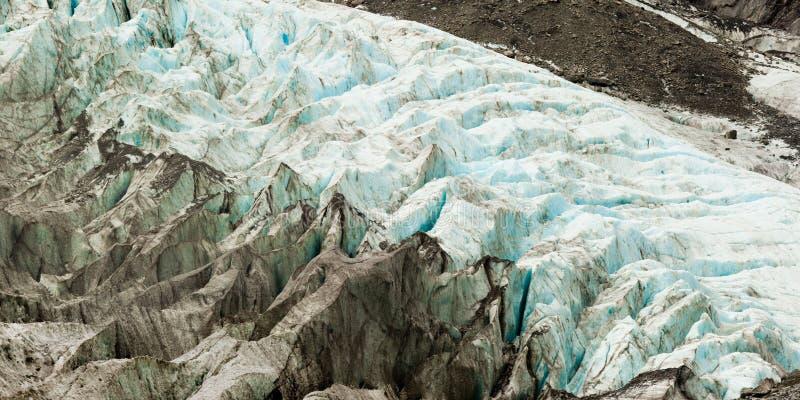 Cambio de clima, hielo del glaciar de fusión con las hendiduras fotografía de archivo libre de regalías