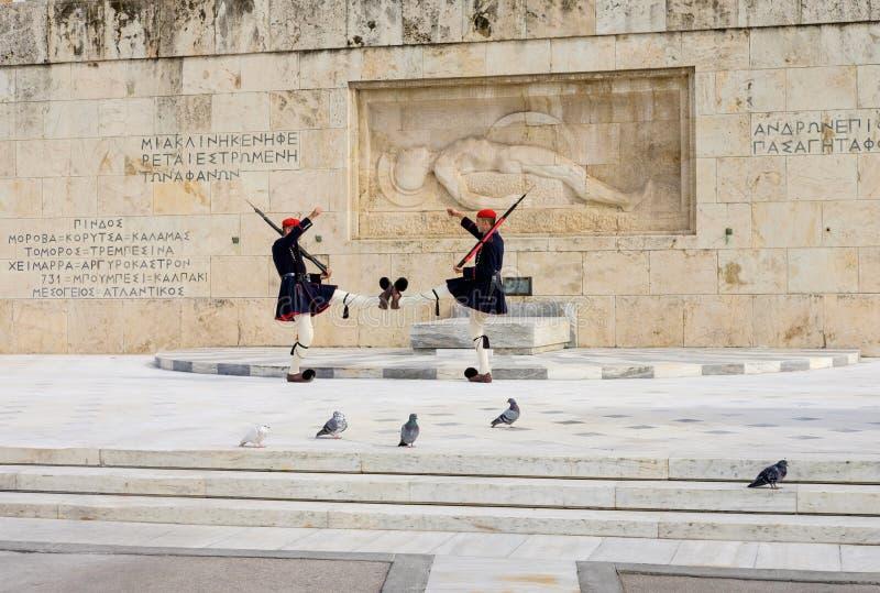 Cambio de la ceremonia de los guardias en el cuadrado Atenas Grecia del sintagma fotos de archivo