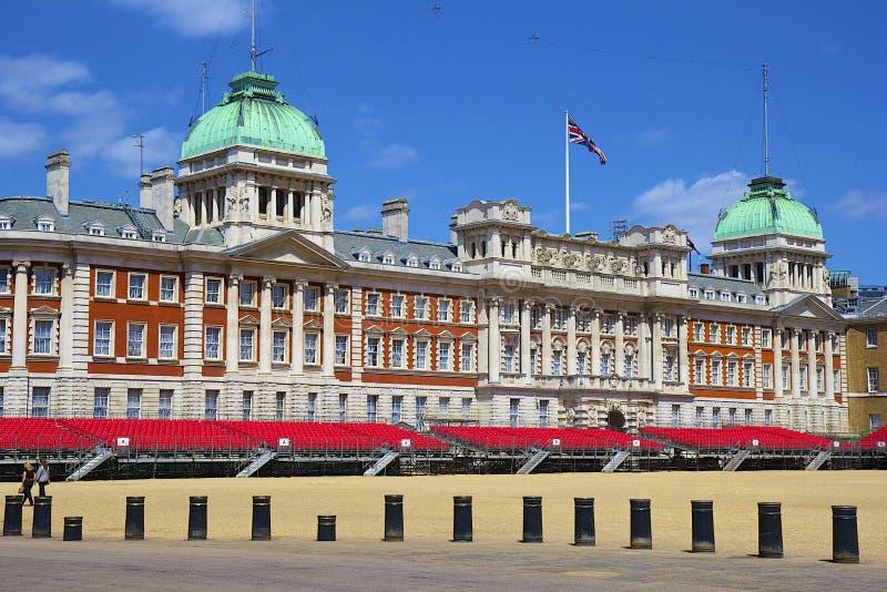 Cambio de los protectores reales en Londres imagen de archivo libre de regalías