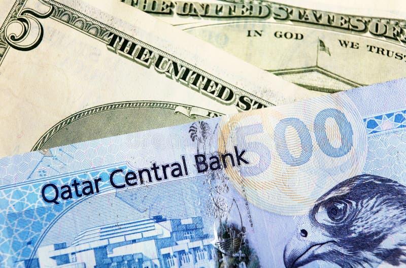Cambio del Dólar del riyal de Qatar   fotografía de archivo