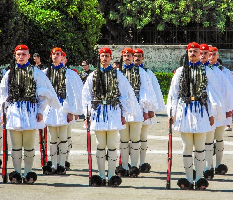 Cambio del desfile del guardia en Atenas imagenes de archivo