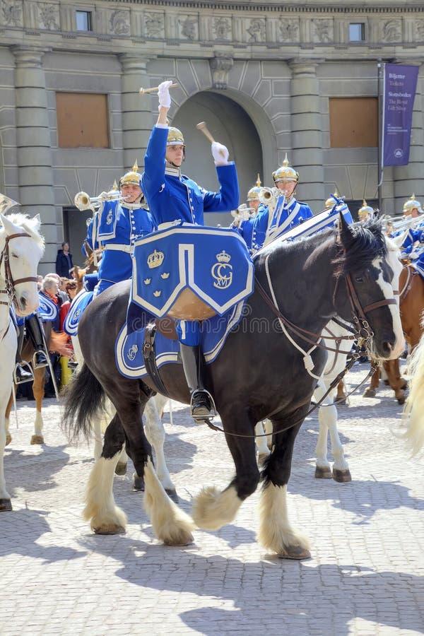 Cambio del guardia cerca de Royal Palace suecia Estocolmo imagenes de archivo