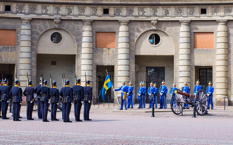 Cambio del guardia del honor real. Estocolmo. Suecia imagen de archivo libre de regalías