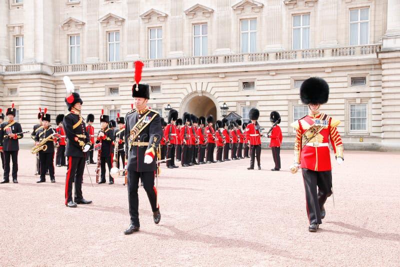 Cambio del guardia en Buckingham Palace imagen de archivo