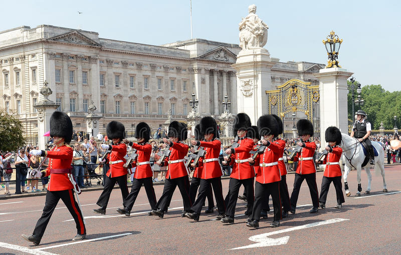 Cambio del guardia, Londres imagenes de archivo
