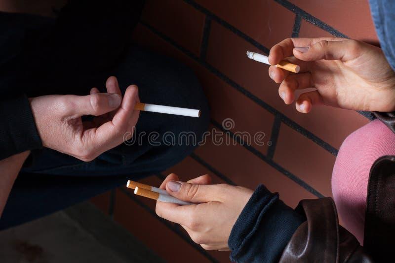 Cambio del primer de los cigarrillos imagen de archivo