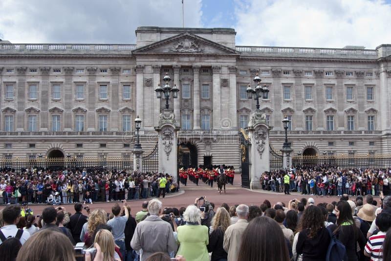 Cambio del protector en el Buckingham Palace Londres fotografía de archivo libre de regalías