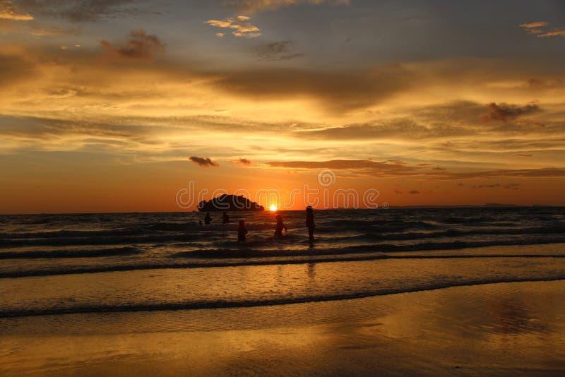 cambodia Golfo della Tailandia Città di Sihanoukville Spiaggia di Otres fotografie stock