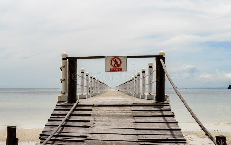 cambodia Il pilastro, entrata è vietato fotografie stock