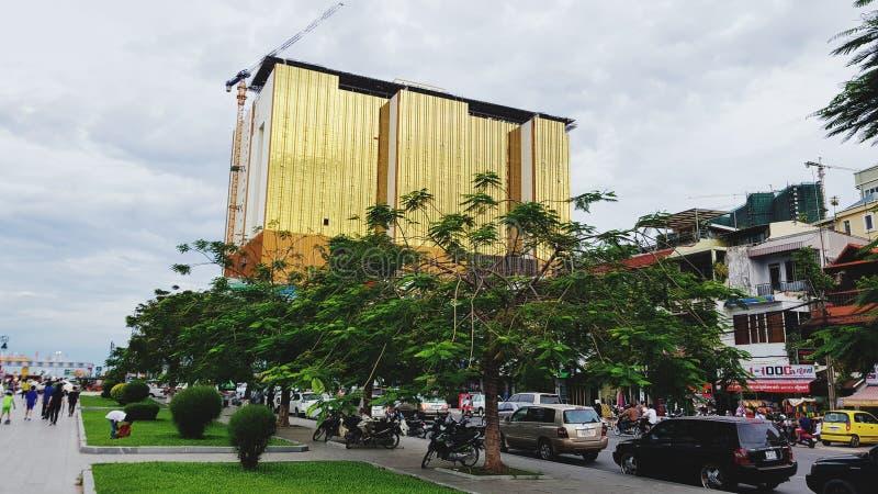Cambodia& x27; s schril contrast tussen rijk en de armen stock foto