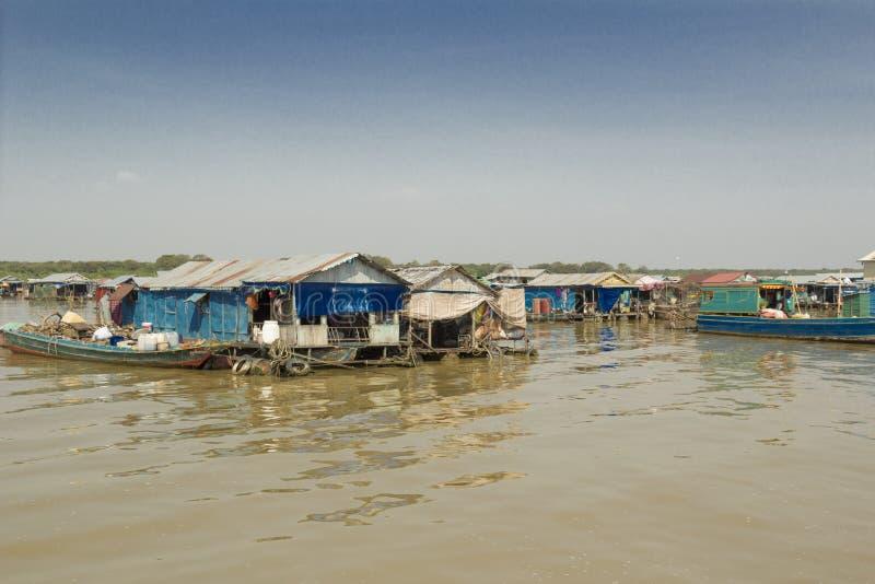 Cambodja Tonle underminerar sjön. royaltyfri foto