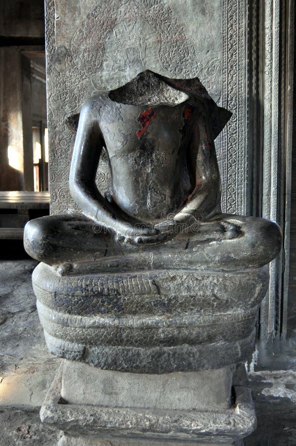 Camboya - estatua asentada en la posición de loto del templo de Angkor Wat foto de archivo