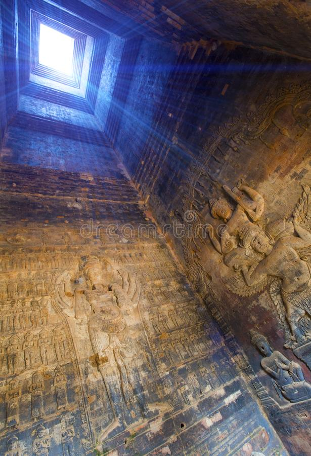 camboya Siem Reap Los modelos de piedra tallados en el templo emparedan el siglo de Banteay Srey Xth, visión interior imágenes de archivo libres de regalías