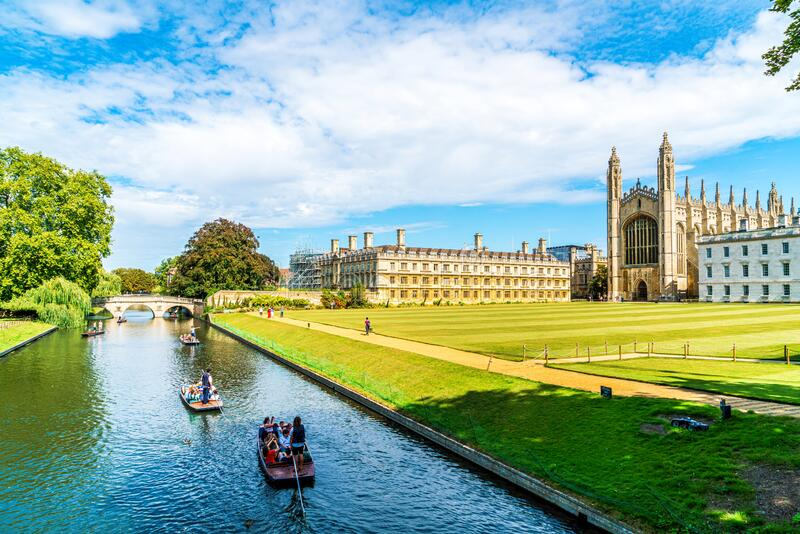 Cambridge, Cambridgeshire, United Kingdom - AUG 28, 2019: Tourists on punt trip along River Cam near Kings College in the city of. Cambridge, Cambridgeshire stock photos
