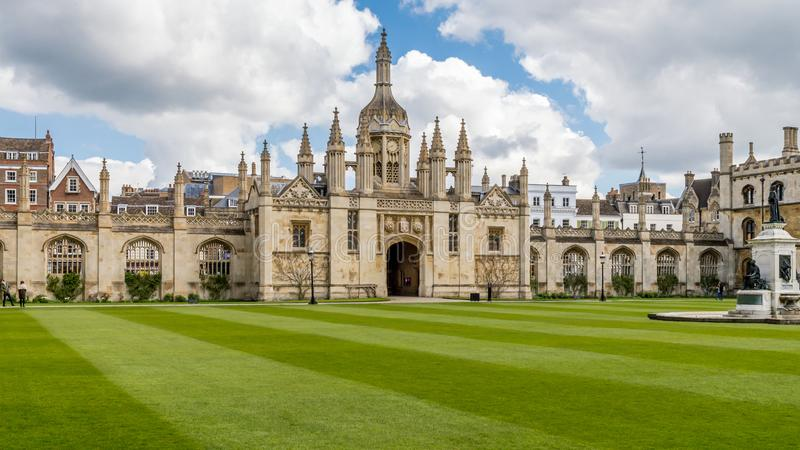 Cambridge, Engeland, het Verenigd Koninkrijk - April 17, 2016: Een prachtige mening van de Kapel van de Koningenuniversiteit stock foto