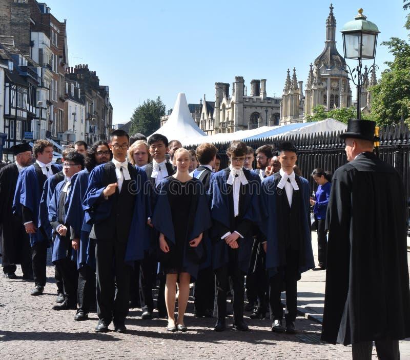 Cambridge het UK, 27 Juni 2018: Cambridge: Drievuldigheidsstudent l stock fotografie