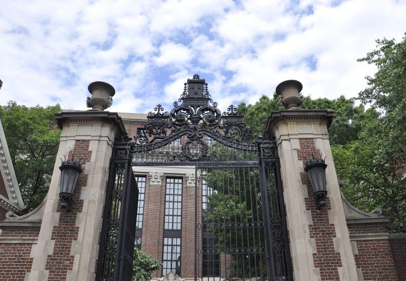 Cambridge mA, el 30 de junio: Puerta del campus de Harvard en el estado de Cambridge Massachusettes de los E.E.U.U. fotografía de archivo