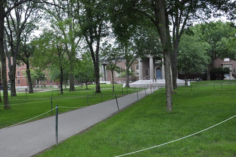 Cambridge mA, el 30 de junio: Yarda del campus de Harvard en el estado de Cambridge Massachusettes de los E.E.U.U. fotos de archivo