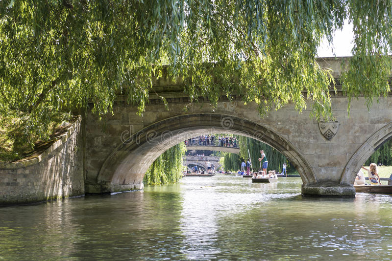 CAMBRIDGE, UK - AUGUST 18: Details of the oldest bridge in Cambridge, Claire Bridge, and busy River Cam full of tourist punter in. Gondolas in the background royalty free stock photography