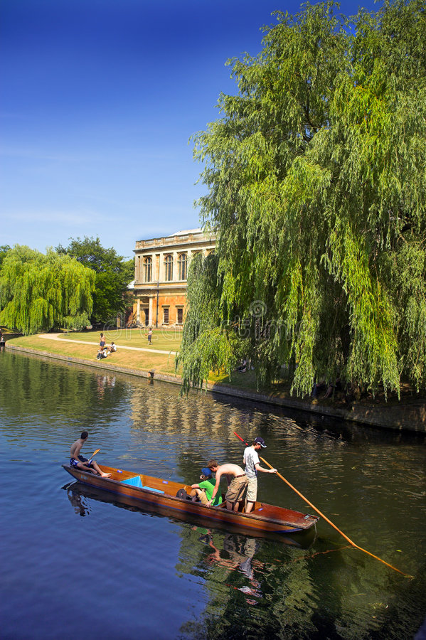 cambridge universitetar royaltyfri bild