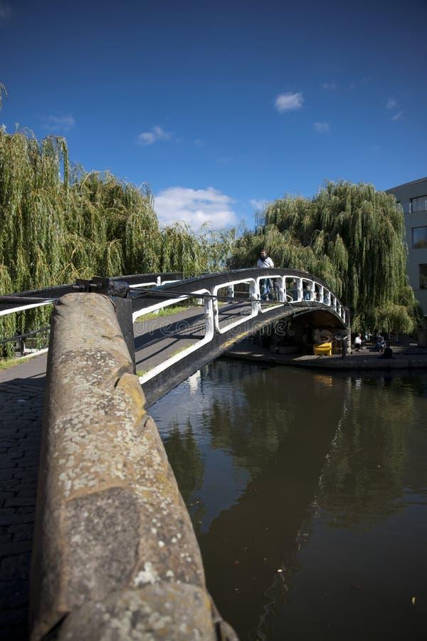 Camden, Londres, le grand Londres, R-U, septembre 2013, vue d'un pont au-dessus du canal de r?gents ? Camden photo stock