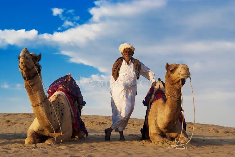 Cameleer ed il gregge fotografie stock libere da diritti