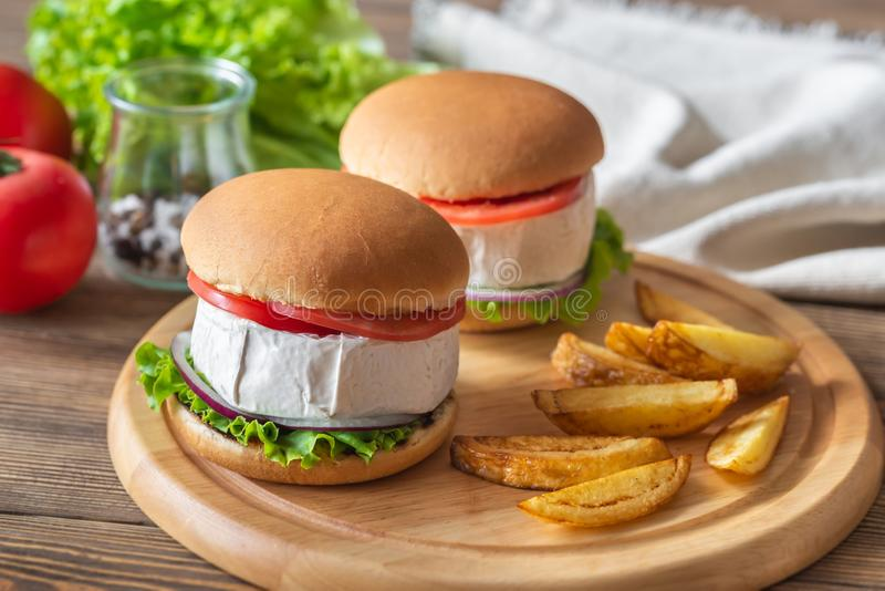Camembert hamburgery zdjęcia royalty free