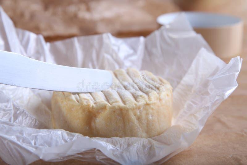 Download Camembert nóż i ser obraz stock. Obraz złożonej z smakowity - 28970919
