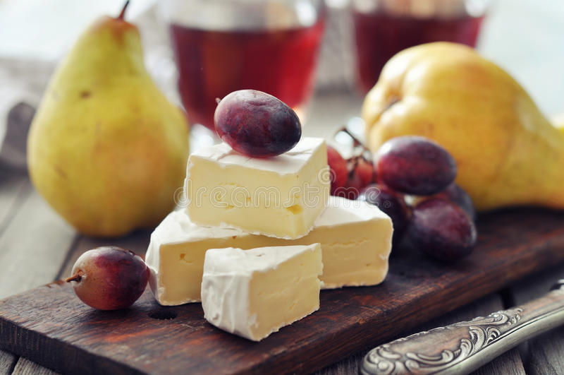 Camembertost arkivfoto