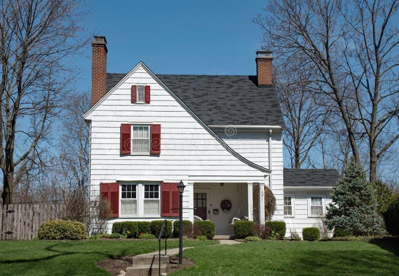 Camera bianca di scossa con il tetto alzato & gli otturatori rossi fotografia stock