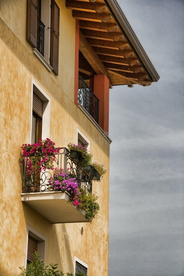 Camera con il balcone fotografie stock